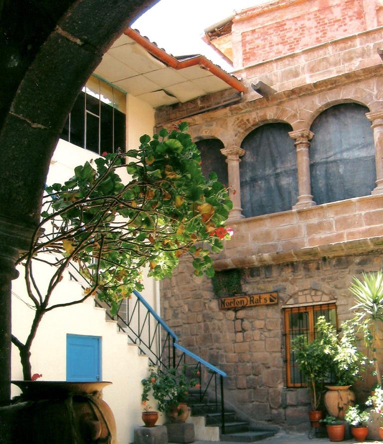 cuzco_courtyard