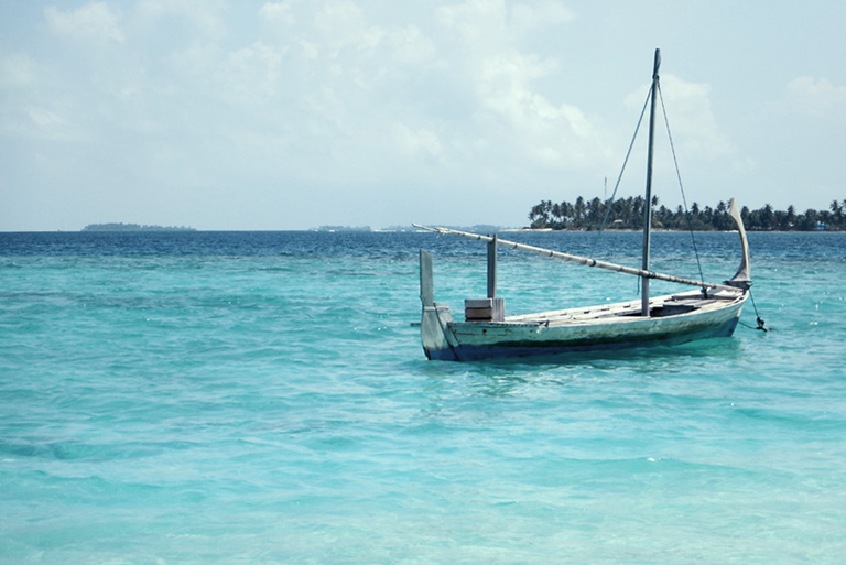 maldives_boat